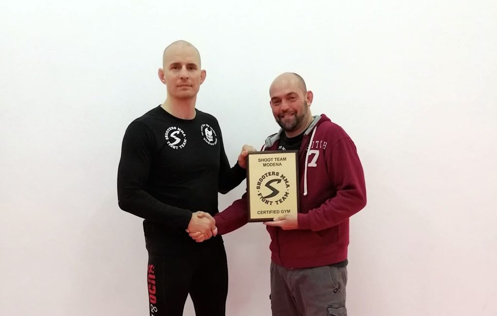 Emiliano Lanci receives the affiliation plaque